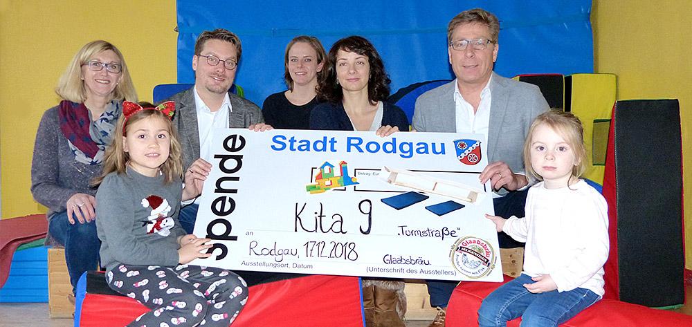 """Weihnachtsspende Der Glaabsbräu An Die Kita  """"alte Schule""""  In Rodgau Nieder-Roden"""
